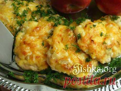 Куриное филе, запеченное с яблоками и сыром