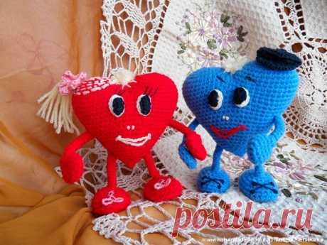 Вязаная игрушка Влюблённые сердца – HandMade39.ru Вязаная крючком игрушка влюблённые сердца - мастер-класс. Как связать сердечко - описание с фото. Игрушки ручной работы на каркасе. Заказать, купить.