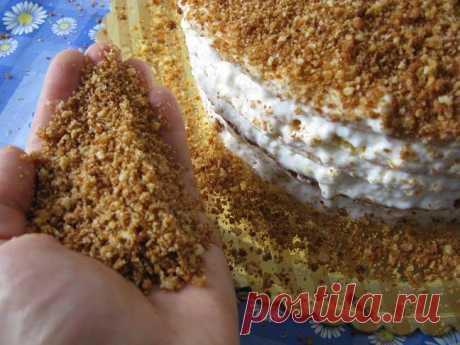 Как красиво обсыпать бока торта крошкой?   Как красиво обсыпать бока торта крошкой? - Чем больше я смотрю на фотографии выложенных на сайте тортов, тем больше мне хочется помочь и подсказать - все делается просто, а внешний вид ваших вкусных…