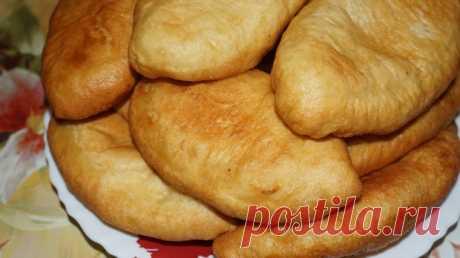 Жареные пирожки с картошкой Я обожаю жареные пирожки, но покупать я их опасаюсь. Сегодня я поделюсь рецептом идеальных, самых вкусных жареных пирожков с картошкой. По вкусу они даже лучше покупных.