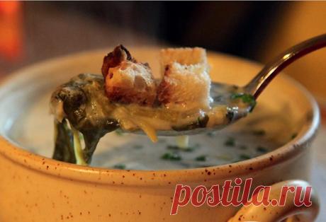 В оригинале он называется «суп де шале» (фр. soupe de chalet), что можно перевести как «суп из шале» или «домашний деревенский суп».