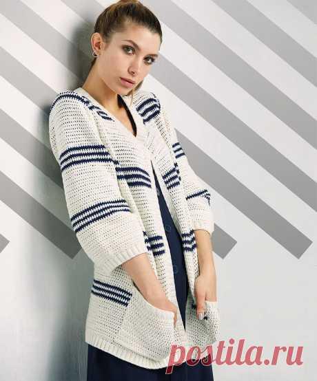 Классический кардиган с карманами, в морском стиле, бейки которого выполнены на спицах, а основное полотно связано крючком несложным узором из полустолбиков. / knittingideas.ru