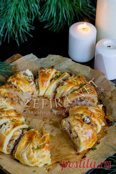 Пирог из слоеного теста с курицей и грибами «Рождественский венок» — Кулинарные рецепты любящей жены