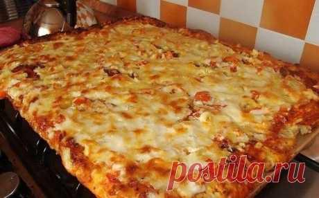 Вкусная и аппетитная быстрая пицца на противне — для тех кому лень готовить!