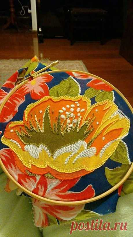 Рустик как он есть - берешь ткань с цветами и вышиваешь поверх них шерстяными нитками