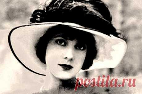 """༺🌸༻«В ЕЕ ЖИЗНИ НЕ БЫЛО ПЕЧАЛИ»  «В ее жизни не было печали», — так написали про Саломею Андроникову, красавицу.  В нее влюблялись великие поэты, а сама Ахматова написала ей на своей книге:  """"с надеждой на дружбу!"""".  И с Цветаевой Саломея дружила.  Хотя довольно странно, на мой взгляд:  Саломея работала в модном журнале, одна воспитывала дочь, получала тысячу франков, а двести – отдавала Цветаевой.  Которая не работала.  И жила с мужем, который тоже не работал.  Саломея еще у ..."""