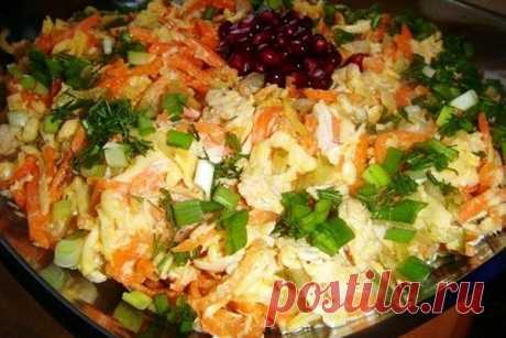 Салат с курицей и корейской морковкой рецепт на Книга Кулинарных Рецептов Для всех любителей мясных салатов, сегодня я предлагаю рецепт салата с курицей и корейской морковкой. Сразу хотелось бы заметить, что сочетание нежного куриного мяса с острой корейской морковкой создают своеобразную и неповторимую вкусовую гамму. Этот салат получается одновременно нежным и острым, а также он очень простой в приготовлении. Давайте посмотрим, как приготовить салат с курицей и корейской морковкой