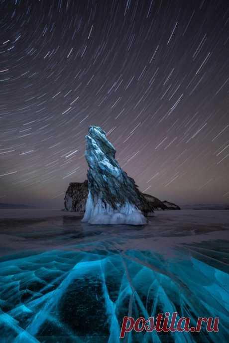 Ночь над Байкалом, остров Огой. Автор фото — Даниил Павин. Звёздных снов.