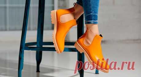 Как уберечь обувь в непогоду: 10 cпособов - Сделай сам - медиаплатформа МирТесен Очень важно не лениться и не пренебрегать двумя очень простыми действиями! Перед тем, как надевать обувь, побрызгайте ее защитным средством. Они защищают обувь от влаги, а в зимнее время от появления солевых разводов на поверхности обуви, а также создают длительную защиту от воздействия...