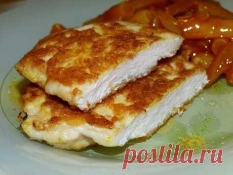 Как приготовить очень нежные куриные отбивные с хрустящей сырной корочкой - рецепт, ингредиенты и фотографии