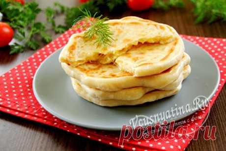 Хачапури на сковороде на кефире: быстрый и вкусный рецепт Самый быстрый и вкусный рецепт приготовления аппетитных хачапури на кефире и обжаренных на сковороде. Это лучший завтрак в выходные.
