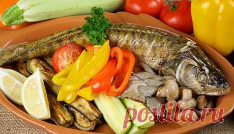 Запеченный судак с овощами: легкий рыбный ужин!