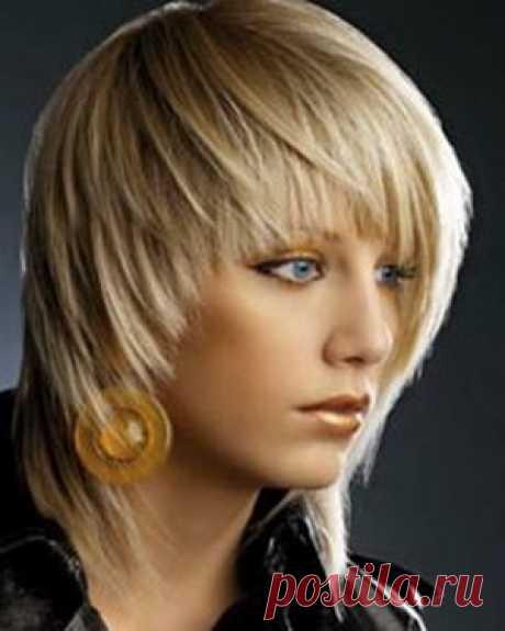 Стрижки, которые молодят при средней длине волос