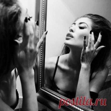 Говорят, если хочешь увидеть виновника всех своих бед — посмотри в зеркало. Подошла... Посмотрела..... Простила!))