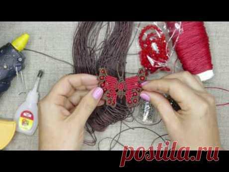La mariposa por el esquema Son jóvenes Titarenko sobre la horquilla para los cabellos