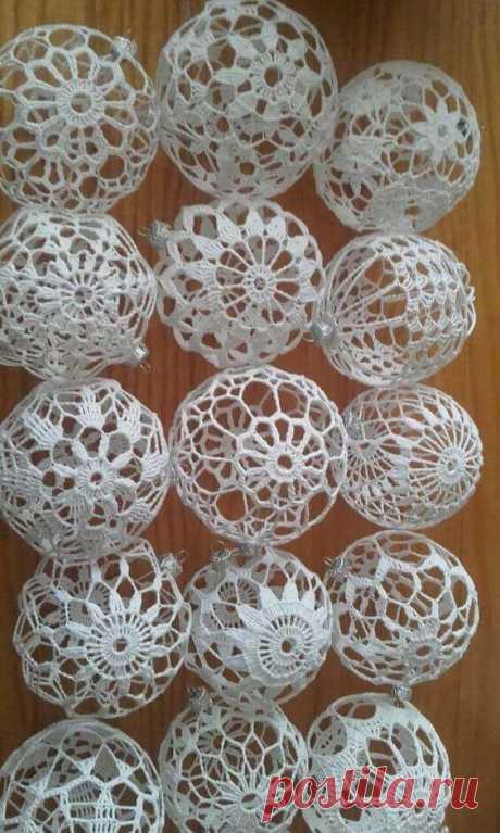 Как сделать ажурный новогодний шарик вязаный крючком. Пошаговое описание и схемы