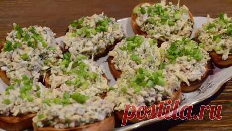 Бутерброды с салатом из печени трески,яйцом и сыром