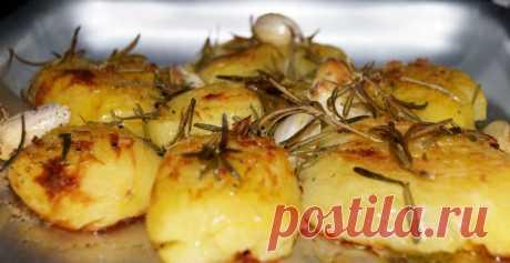 Печеная картошка - пальчики оближешь! - На Кухне Кажется, нету людей, которые бы не любили печеную картошечку. Предлагаем вам интересный пошаговый рецепт приготовления печеной картошки. В результате картошка получается очень вкусной и ароматной, с хрустящей корочкой...
