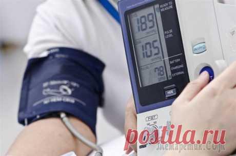 15 простых способов понизить высокое артериальное давление Высокое артериальное давление несет опасность для сердца. Им страдает около 1 млрд. человек во всем мире. Высокое давление может привести к сердечным заболеваниям, особенно если не предпринимать дейст...
