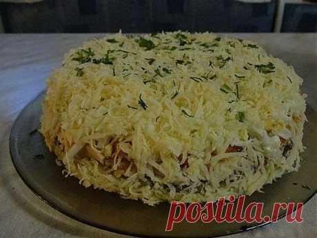 Салат «Бонапарт» | Ингредиенты:  500 г шампиньонов свежих 500 г куриного филе 500 г моркови 300 г сыра 4 вареных яйца 2 шт. картофеля 2 шт.лука 2 упаковки майонеза