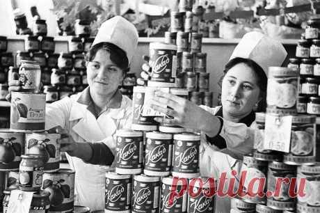 ТОП-5 советских продуктов кторые сегодня не узнать. Лучшие советские продукты! Было принято считать, что после развала Советского Союза перемены в пищевой промышленности могли быть связанны с количеством товара на полках: на прилавках начали появляться новые иностранные товары, да и отечественные производители обзавелись конкурентами в лице частных компаний. Однако на прилавках магазинов, все так... Читай дальше на сайте. Жми подробнее ➡