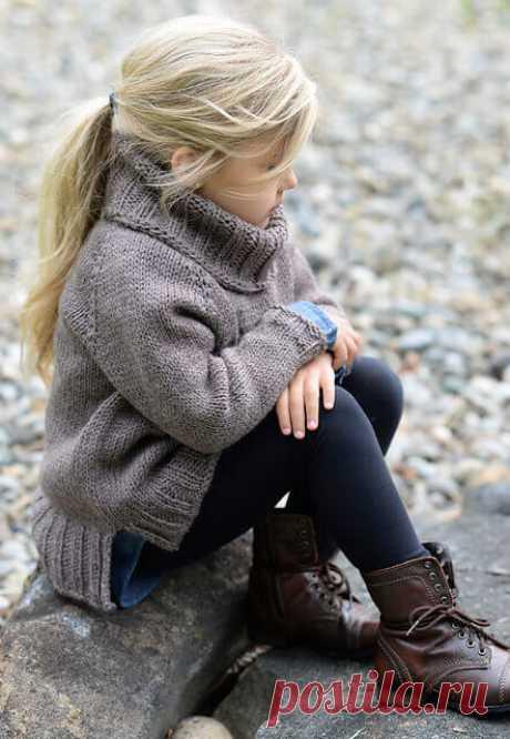 Детский свитер спицами для девочки (мастер-класс) Стильный свитер девочке спицами. Вяжем асимметричный низ - ничего сложного! Жакет оверсайз спицами для девочки. Джемпер и пуловер из последних модных коллекций.