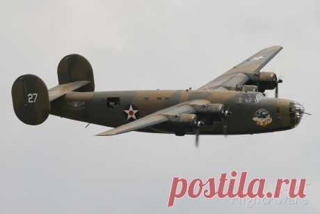 Фото Consolidated B-24 Liberator (N24927) - FlightAware