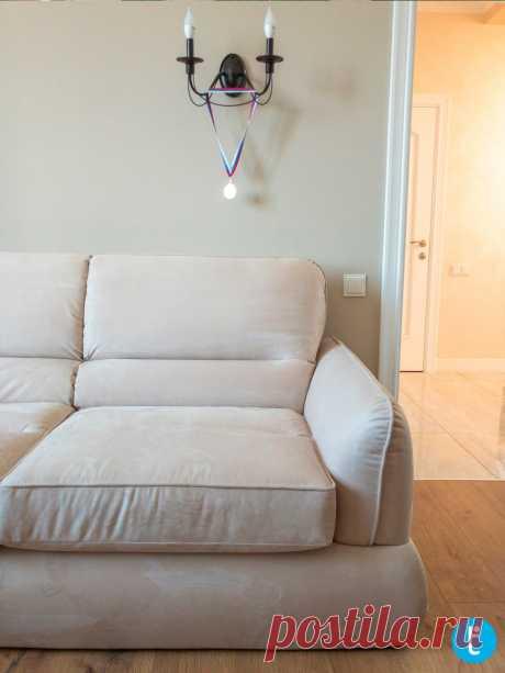 Мягкий молочный диван на заказ