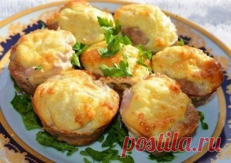 Оригинальные мясные кексы с сырной начинкой