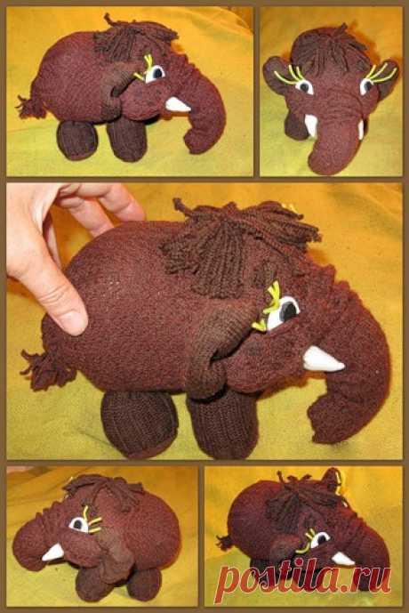 Слонёнок или мамонтёнок из носка