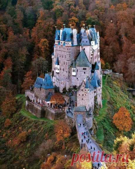 «Замок Эльц, Германия» — карточка пользователя Валентина в Яндекс.Коллекциях