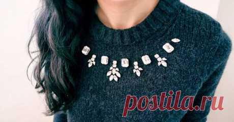 Как переделать надоевший свитер: 10 стильных идей Мы всегда любуемсяпеределкой ненужных вещей в стильные вещи. Вот и сейчас, мы собрали красивыеидеи переделкистарых свитеров. Шнуровка   Романтичный бант  Вышивка  Ожерелье на свитере  Вставка из ф…