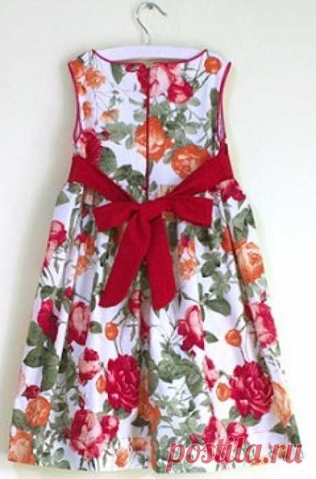 Детское платье с завышенной линией талии