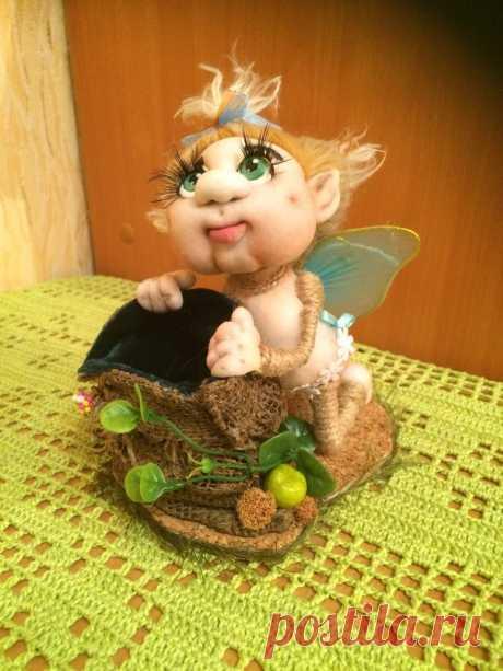 "La escuela de la maestría de muñeca de Elena Lavrentevoy: MK la Mariposa con gorshochkom \""de Eugeny Leshnevsky."