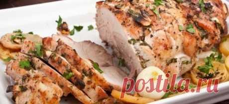 ЗАПЕЧЁННАЯ СВИНИНА: ЛУЧШИЕ РЕЦЕПТЫ ПРИГОТОВЛЕНИЯ В ДУХОВКЕ И МУЛЬТИВАРКЕ   Запеченная свинина – это вкусное и по-настоящему праздничное блюдо. Угощения можно готовить по разным рецептам, дополнять овощами, сыром или другими продуктами. Способов много и каждый сможет найти для себя подходящий, а при желании еще и разнообразить привычный рецепт.  Как вкусно запечь свинину? Готовить блюда можно разными способами, используя всевозможные кухонные приборы: духовку, мультиварку, ...