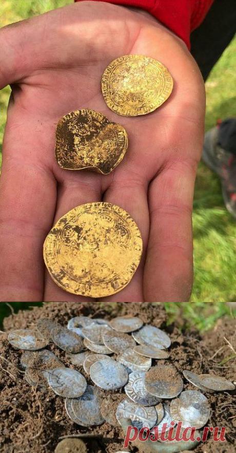 В Англии кладоискатели подняли 557 золотых и серебряных монет прямо на фестивале