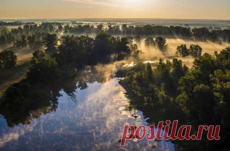 «Allí, donde se escondía el sol de la mañana». El autor de la foto – Román Kozvonin: ¡nat-geo.ru\/photo\/user\/42157\/ Buenos días!