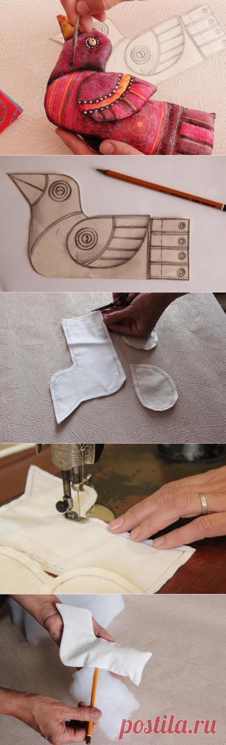 Яркая текстильная игрушка с элементами декупажа своими руками