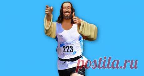 Марафонца в футболке с надписью «Иисус спасает» спас другой бегун по имени Иисус После такого начнешь верить в Бога.