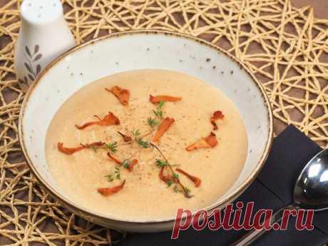 Крем-суп из лисичек – пошаговый рецепт приготовления с фото Преимущество лисичек не только в том, что они никогда не бывают червивыми, но и в содержании большого количества аминокислот, витаминов и микроэлементов.