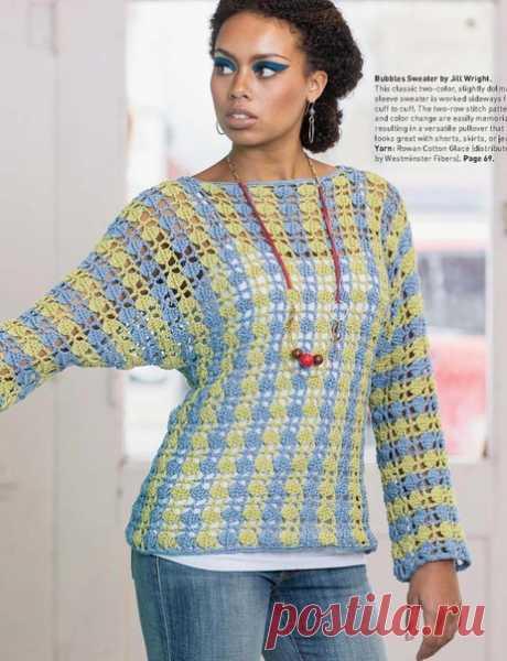 Двуцветный ажурный пуловер крючком