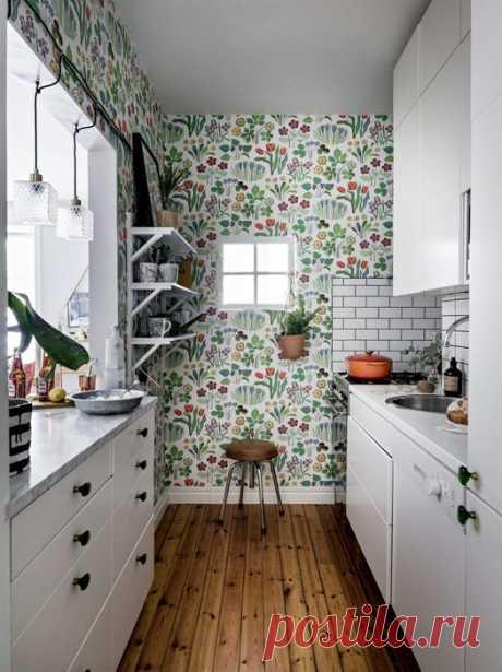 Кухня без окна и лаконичный интерьер – пример обустройства двухкомнатной квартиры