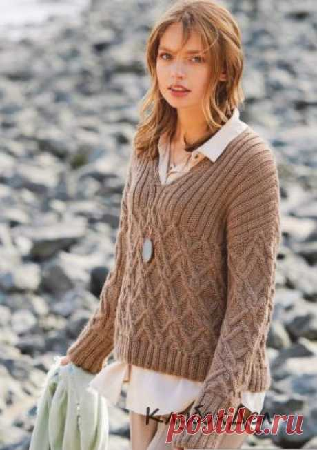 Пуловер с узором из «кос» и V-образной горловиной Замысловатый узор из «кос» дополнен широкой резинкой, V-образным вырезом и узкими рукавами — получился модный пуловер на все случаи жизни.Размеры: 38/40 (46/48)Вам потребуется: пряжа (60% натуральной шерсти, 40% полиакрила; 90 м/50 г) – 600 (700) г светло-коричневой; спицы № 5.Узор 1: резинка