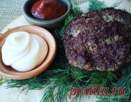 Котлеты для бургеров . Ингредиенты: мясной фарш, соль, перец черный свежемолотый