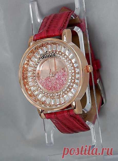 Часы  покрытие золота 18 карат с Кристаллами Сваровски!