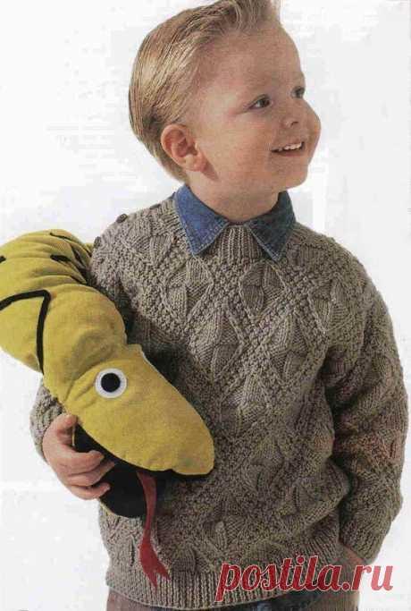 Пуловер для мальчика фантазийным узором  Размеры: PI:6 лет/Р2:8 лет/РЗ:10 лет.