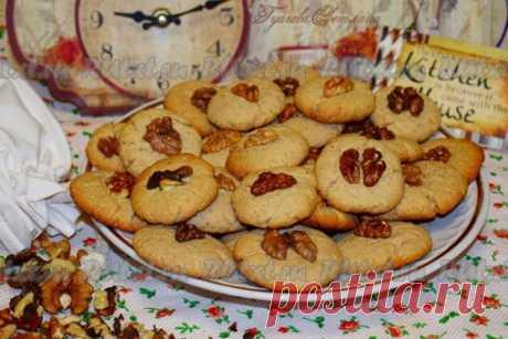 Печенье с арахисовой пастой от Светланы Гуаговой  Печенье с арахисовой пастой - это очень ароматное и вкусное ореховое лакомство. Выпечка получается хрустящей сверху и чуть мягкой внутри, она прекрасно сочетается с чашечкой кофе, чая или со стаканчиком молока. Приготовить такое печенье можно из готовой арахисовой пастой, которая продается в магазинах, а можно пасту приготовить самим, именно о таком варианте я вам и расскажу. Показать полностью…