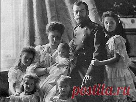 То и дело всплывают альтернативные версии об участи Николая II и его семьи. По мнению некоторых исследователей, многие документы, касающиеся обстоятельств этого дела, были уничтожены или до сих пор находятся под грифом « ...