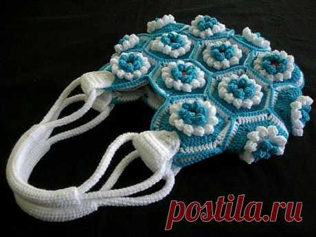Hand-made articles the hands - Vyazannaya a handbag a hook from flower motives