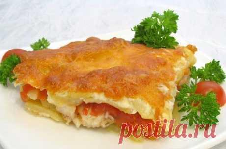Обалденная запеканка с картофелем и рыбкой  Ингредиенты:5-6 карофеля500 г рыбы2 помидора1 большая луковицасырзеленьсливкиПриготовление:1. Многие соблюдают пост, поэтому сливки можно заменить рыбным бульоном.2. И тогда верхний слой вместо сыра …